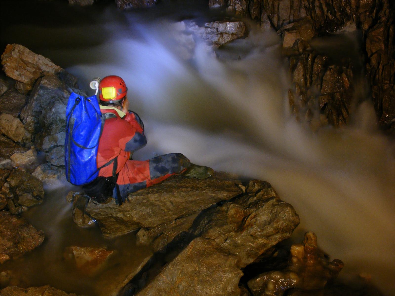 Árvíz a Baradla-barlangban