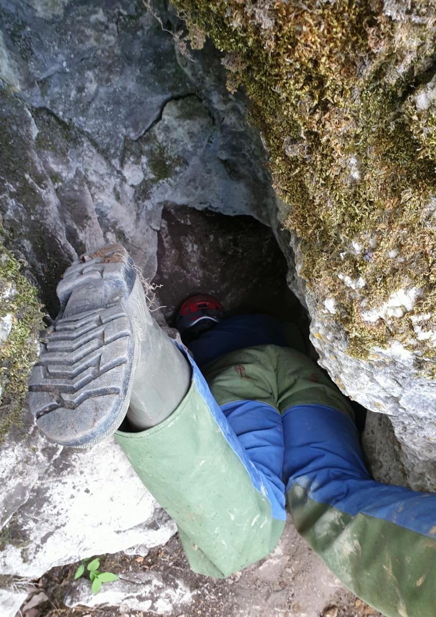 Egy feltételezett barlangbejárat a Nagy-Strázsa-hegyen