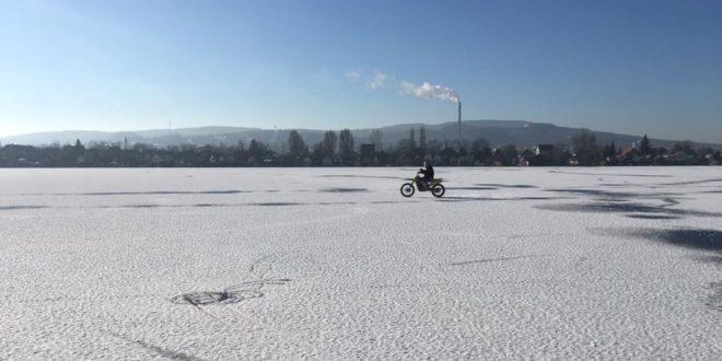 Búvárok a Pala jege alatt