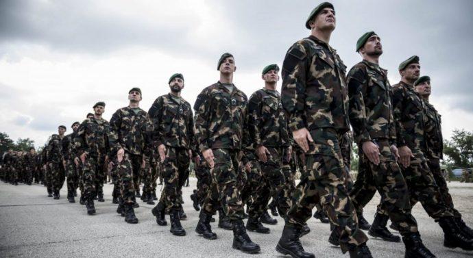 Katonákat toboroznak Sárisápon