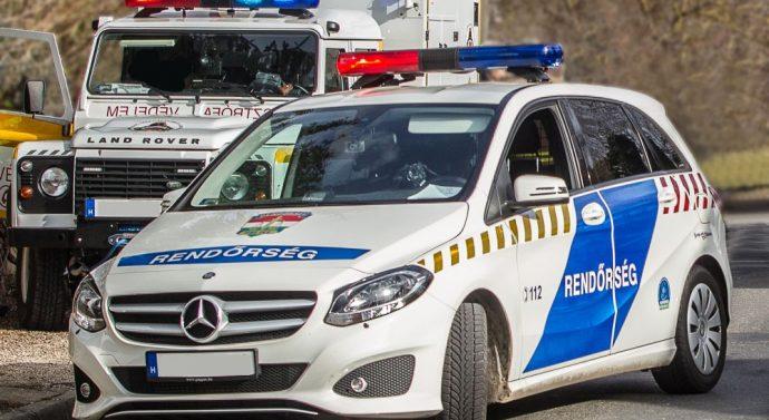 Felborult egy autó Dorog és Tokodaltáró között